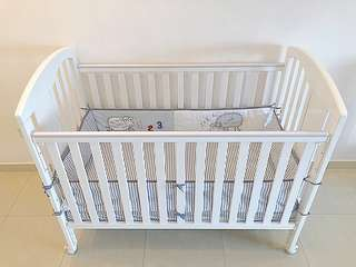Jarrons & Co 4-in-1 Baby Cot