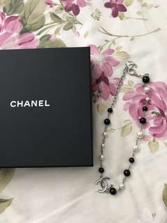 Chanel necklace / choker