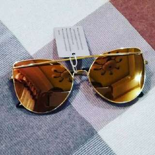 Gold mirror aviator sunnies