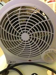 美的暖風機兼備風扇功能,直徑長8吋(20cm)