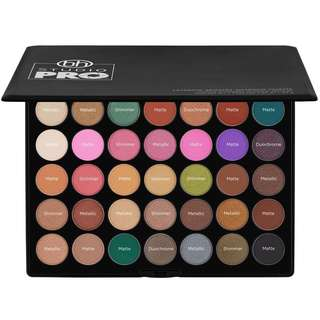 Studio Pro Ultimate Artistry - 42 Color Shadow Palette