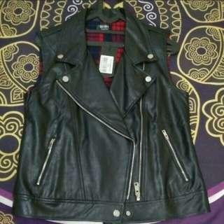 Sleeveless biker jacket / rompi kulit zalora