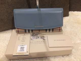 Authentic Burberry Wallet complete with paperbag