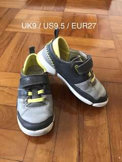 (US9.5/EUR27) Clarks sneakers