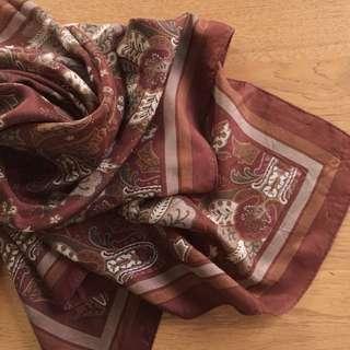 日本製 純蠶絲 暖棕色系古典花草大方巾 領巾 披肩
