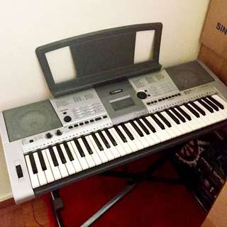 Yamaha PSR-E403 Portable Keyboard + Stand + Soft Case [Price Reduced!]
