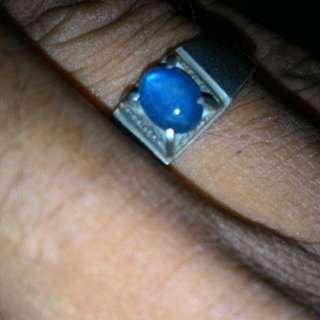 Blue safier.