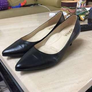 DIANA女鞋24.5極新買回家只試穿!