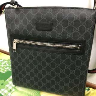 *Authentic* Gucci sling bag