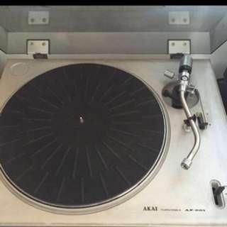 Akai Turntable (no cartridge) & no belt
