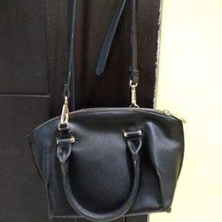 Preloved bershka slingbag