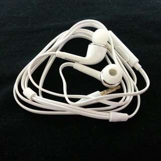 Samsung earphone.