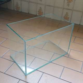 Fish tank. Size :9in (H) X 14 in Length X  8 in  (W)