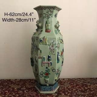 """A unusual green Ground  Famille-verte """"hundred-antique"""" hexagonal Vase"""