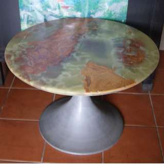 600 mm diameter Onyx Marble Top with One Solid Aluminium Stand