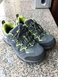 韓國品牌防水行山鞋