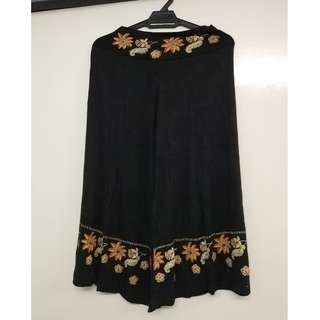 3/4 Black Embroider Stretchable Flare Pants