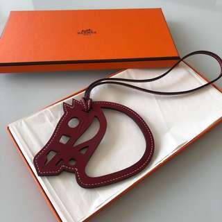 全新愛馬仕Hermes Paddock Charm 紅色 Rouge Grenat 馬頭