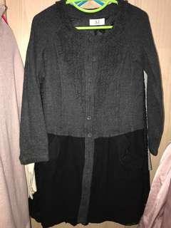 AT 深灰色連身裙(可當外套)