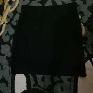 Rok span hitam pendek