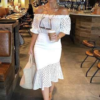 White off the shoulders peplum dress