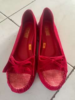 NEVER BEEN USED red shoes