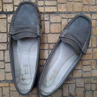 Sepatu Robelli