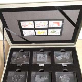 香港郵政 香港玩具 1940至1960 年代 郵票連水晶 $149