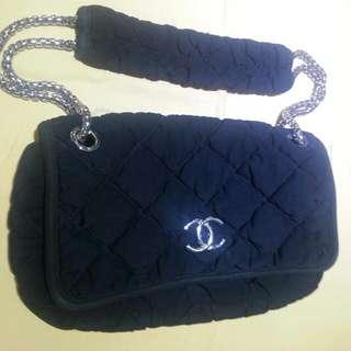 Chanel 黑色海棉手袋6成新