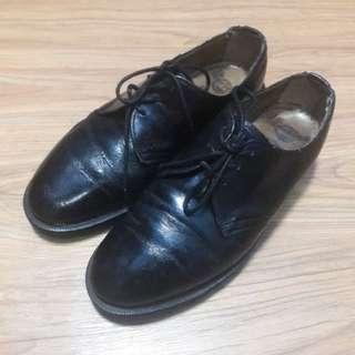 Sepatu Dr. Martens