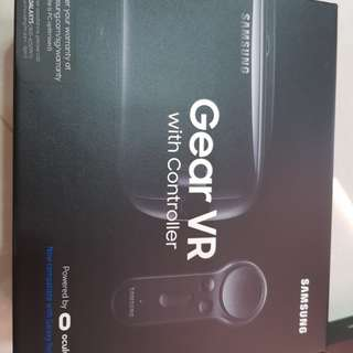 BRANDNEW SAMSUNG Gear VR with controller