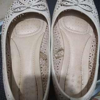 Sepatu Connextion