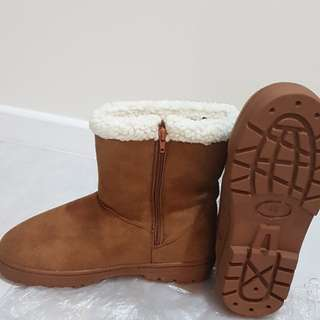 Universal Travel Winter Boots Size 40 & 36