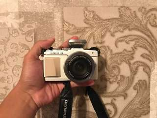 Camera Olympus Pen Lite E-PL7 , Full Set with charger and beg.