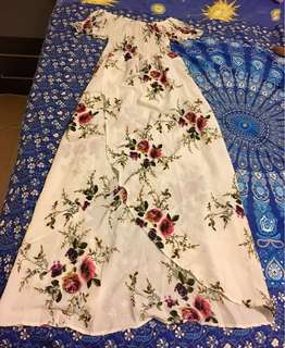 Bnwt Floral off the Shoulder maxi dress size M/L