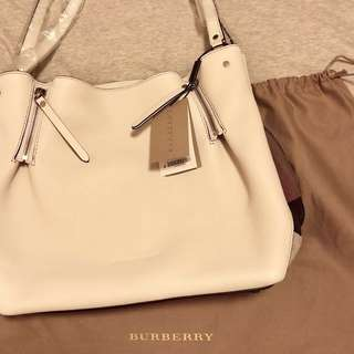 Burberry Brit MAIDSTONE Leather Canvas Tote in white Medium 白色皮袋