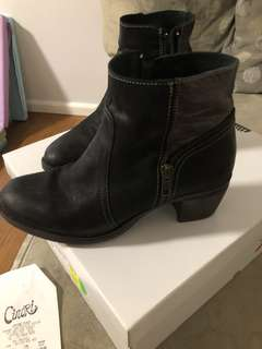 Zeta (made in Spain) ankle boots