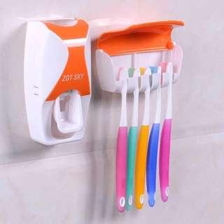 Instock brush holder Automatic toothpaste Squeezer Creative