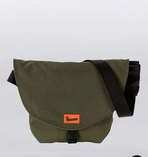 looking for crumpler quarfie (rifle green color)