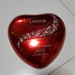 Heart shape tin box - emoty