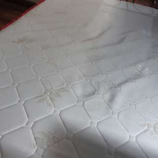 Memory foam topper mattress