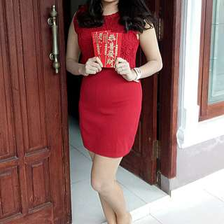 "dress ""AVENUE"" kondisi barang like a new , terpakai sekali untuk Chinese New Year . Bahan streat dan warna merah maroon seperti di foto"