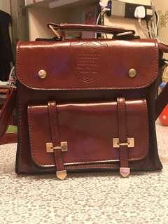 棗紅色兩用袋,可作背袋用👜🎒