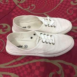 Sepatu putih rubi sneakers