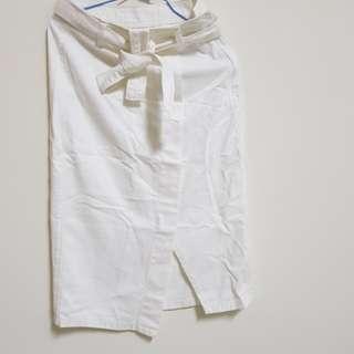 白色下擺開叉半身裙