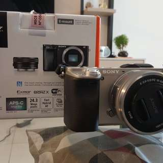 Sony A6000 with 16-50mm lens (silver)