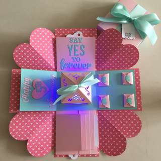 Explosion Box With Lighthouse, 4 waterfall in pink & Tiffany