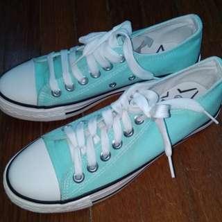#mcsfashion Sneakers mint green