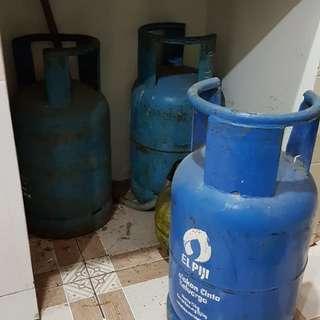 Tiga tabung gas 12kg kosong