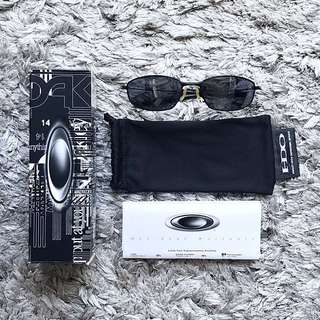 ⚡️Authentic Oakley Shades - Whisker